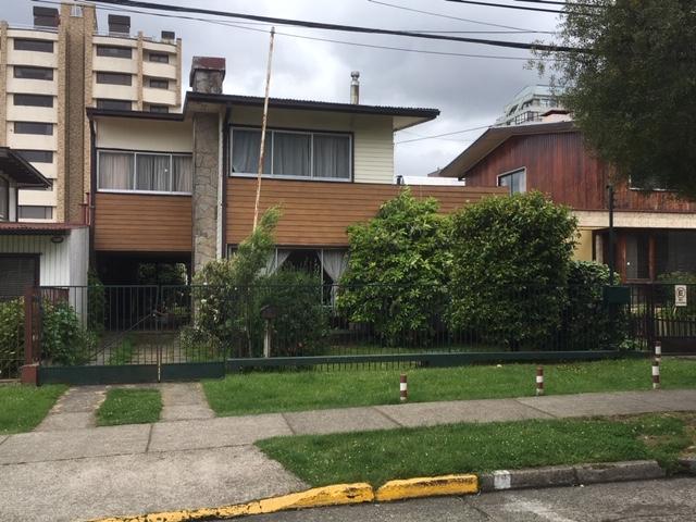 Amplia Casa a pasos de la plaza de la Republica de Valdivia